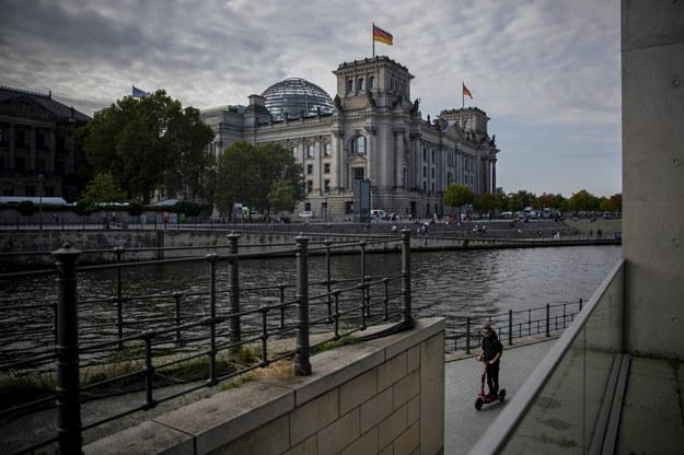 Budynek Bundestagu - drugiej izby parlamentu Niemiec. /Martin Divisek /PAP
