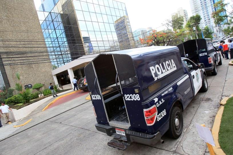 Budynek jest otoczony przez kordon policji /EPA/Alejandro Bolivar  /PAP/EPA