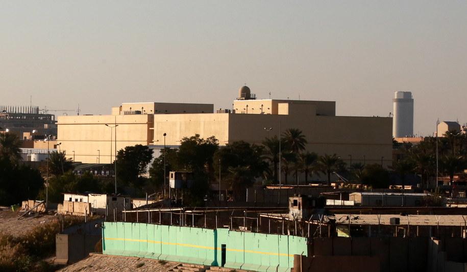 Budynek kompleksu ambasady USA w silnie ufortyfikowanej zielonej strefie w centrum Bagdadu / AHMED JALIL    /PAP/EPA