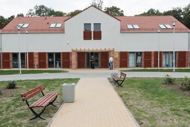 Budynek Lubuskiego Centrum Winiarskiego - jedynej w Polsce samorządowej winnicy w miejscowości Zabór /PAP