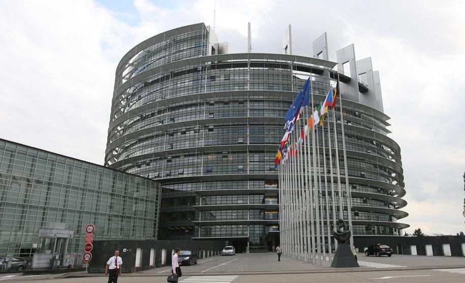Budynek Parlamentu Europejskiego /Radek Pietruszka /PAP
