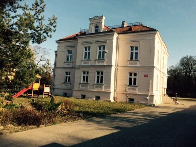 Budynek Szkoły Podstawowej w Szczodrach na Dolnym Śląsku. /Bartłomiej Paulus /RMF FM
