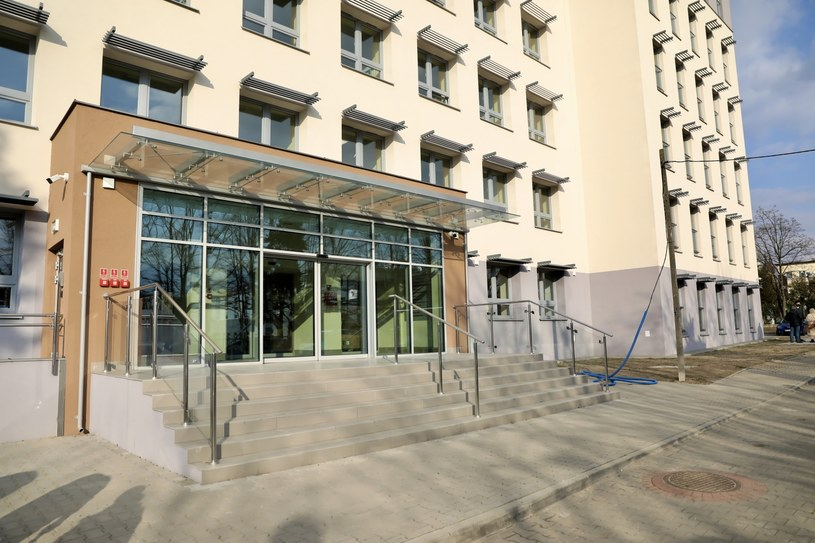 Budynek tworzonego szpitala tymczasowego w Radomiu /Adam Kumorowicz /PAP