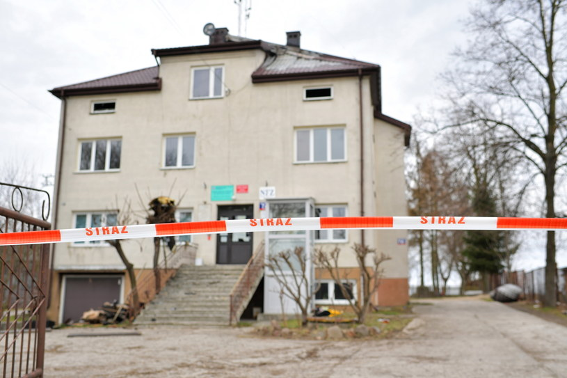 Budynek w miejscowości Bojmie (pow. siedlecki, woj. mazowieckie), w którym w nocy z niedzieli na poniedziałek wybuchł pożar /Przemysław Piątkowski /PAP