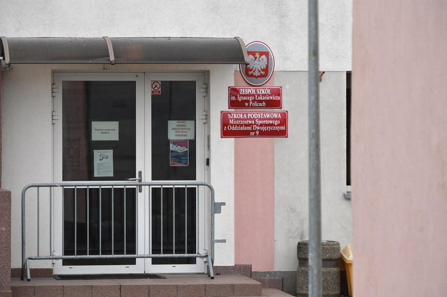 Budynek Zespołu Szkół im. I. Łukasiewicza przy ul. Siedleckiej w Policach / Marcin Bielecki    /PAP