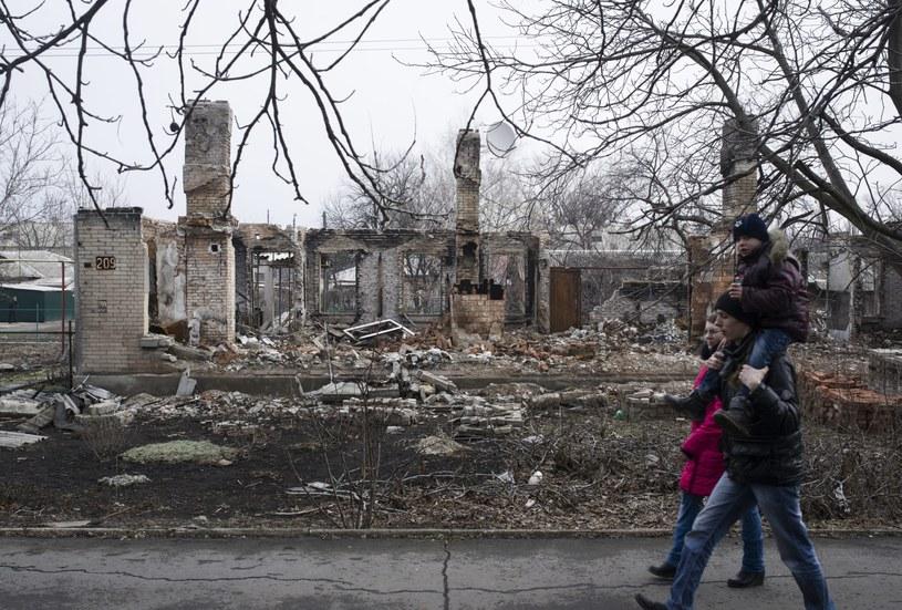 Budynek zniszczony poczas ostrzału w Iłowajsku /AFP