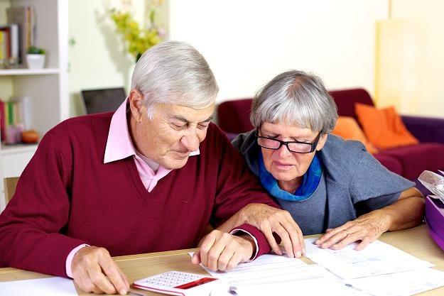 Budżet zaoszczędzi 450 mln zł na waloryzacji rent i emerytur /©123RF/PICSEL