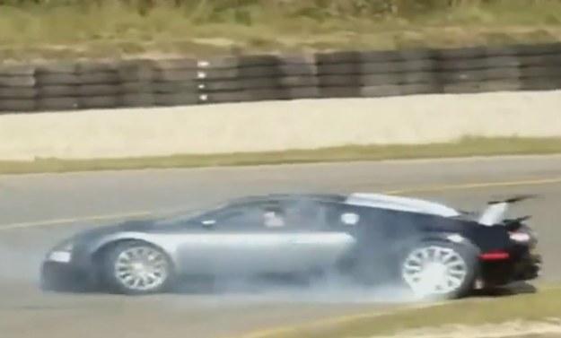 Bugatti Veyron ma 1001 KM, nie można więc w nim bezmyślnie wciskać gazu /