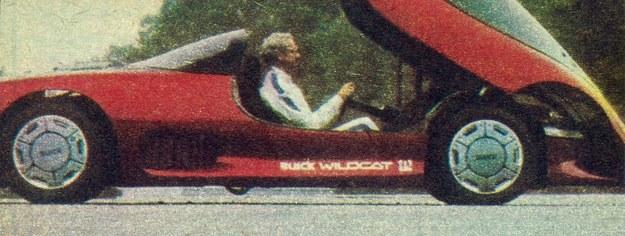 Buick Wildcat - dwuosobowy samochód z napędem wszystkich czterech kół. Przednia część nadwozia podnoszona jest za pomocą siłowników hydraulicznych, aby umożliwić wsiadanie. /Buick
