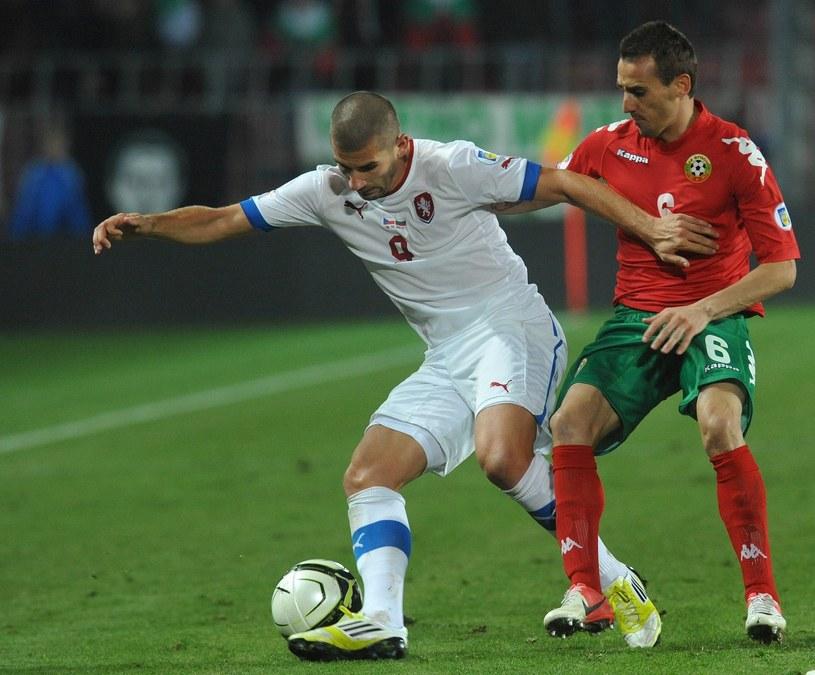 Bułgarski piłkarz Jordan Minew (z prawej) /AFP