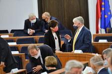 """Bunt PiS w Senacie. Komisja rolnictwa za odrzuceniem """"Piątki Kaczyńskiego"""""""