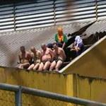 Bunt w brazylijskim więzieniu: Strażnicy zrzucani z dachu