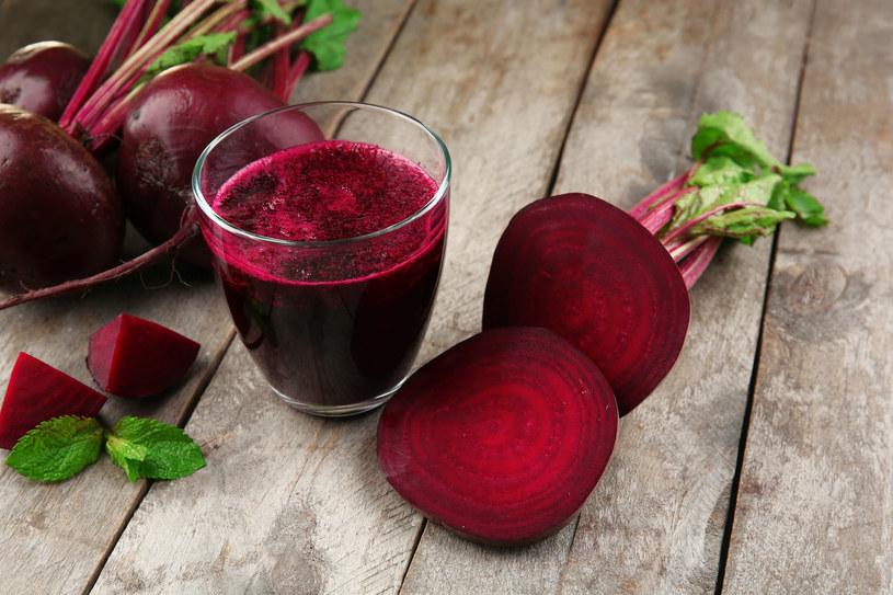 Buraczany sok ma bardzo korzystny wpływ na zdrowie /123RF/PICSEL