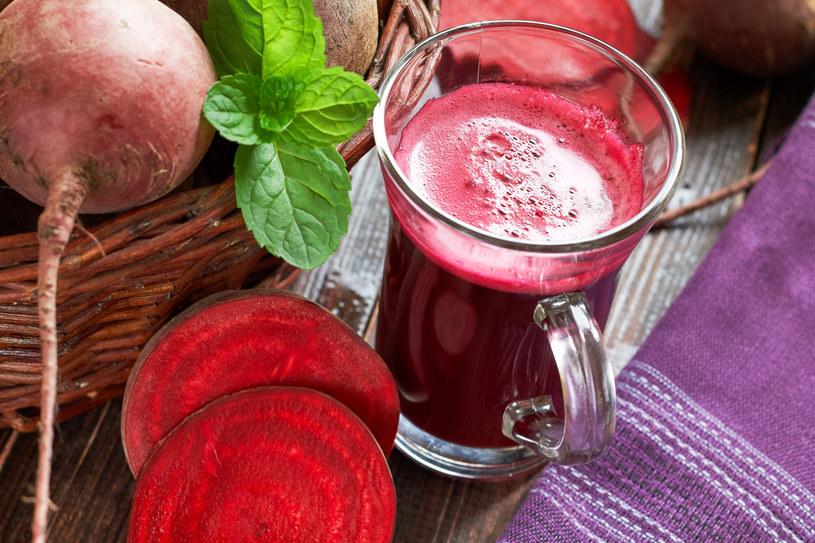 Buraki zawierają barwnik zwany antocyjanem, który występuje również w czerwonym winie /123RF/PICSEL