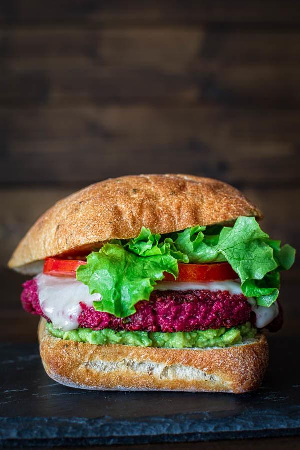 burger z buraków /© Photogenica