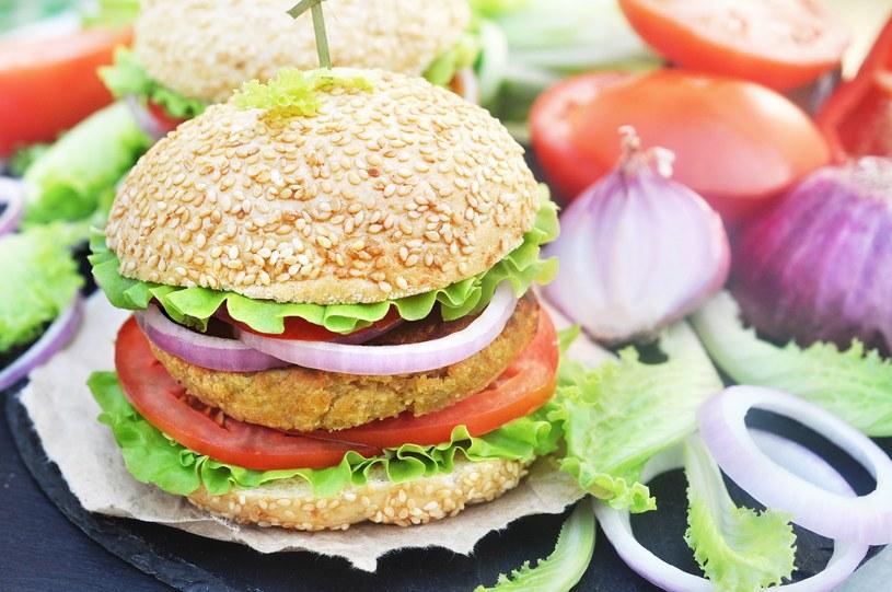 Burger z ciecierzycą /materiały prasowe