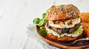 Burger z mielonym mięsem i orzechami