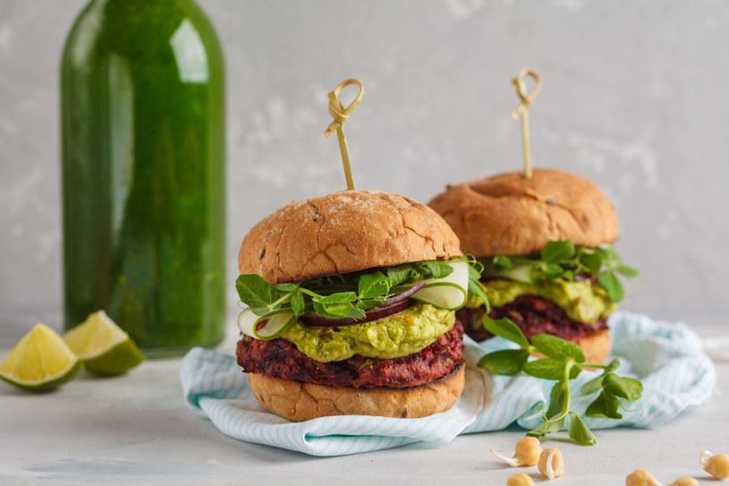 Burgery z awokado /123RF/PICSEL