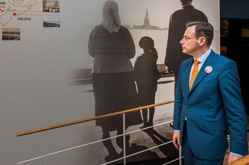 Burmistrz Antwerpii na wystawie /AFP