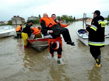 Burmistrz Sandomierza zadecydował w czwarte o ewakuacji mieszkańców prawobrzeżnej części miasta /AFP
