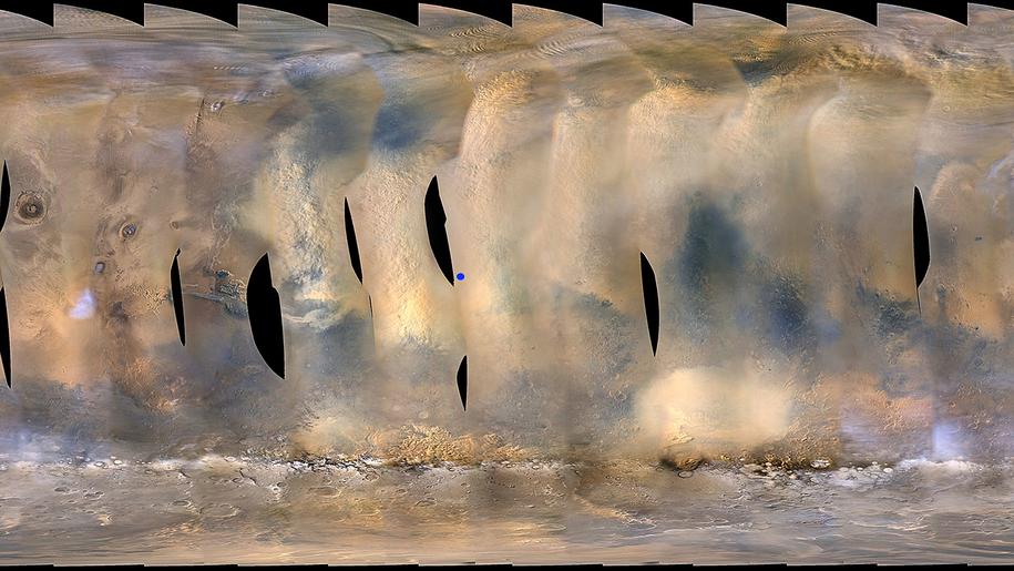 Burza na Marsie w obiektywie kamery Mars Color Imager (MARCI) sondy Mars Reconnaissance Orbiter. Serię zdjęć wykonano 6 czerwca 2018 roku. Niebieski punkt oznacza przybliżoną lokalizację łazika Opportunity. / NASA/JPL-Caltech/MSSS /Materiały prasowe