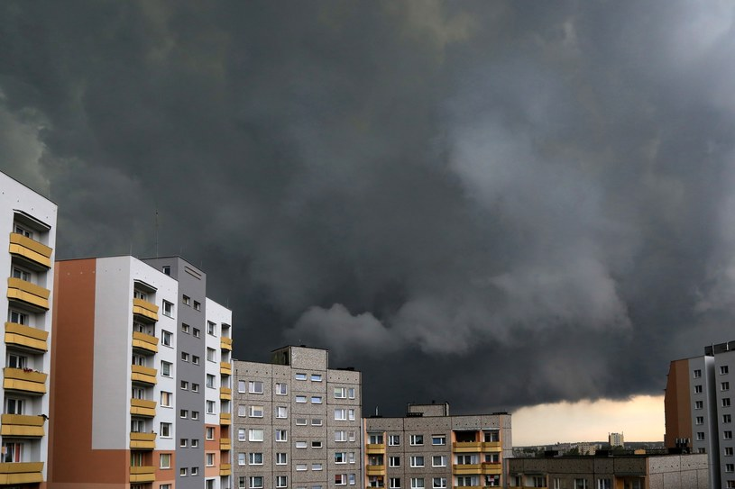 Burza nad Katowicami (zdj. ilustracyjne) /Tomasz Kawka / East News /East News