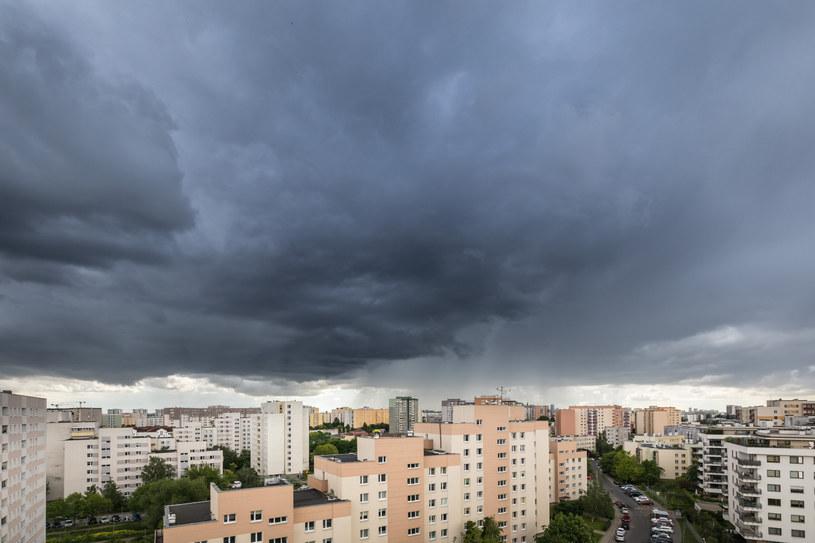 Burza nad Warszawą (zdj. ilustracyjne) /ARKADIUSZ ZIOLEK /East News