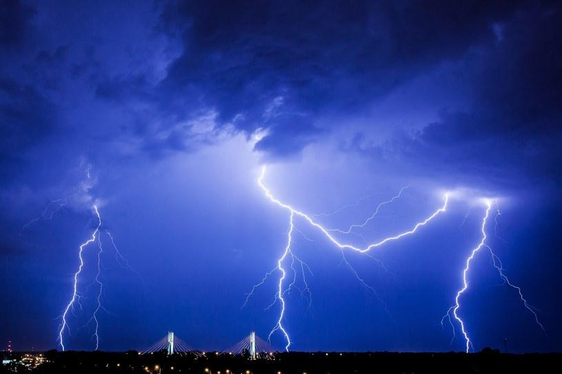 Burza nad Warszawą /JAROSLAW TALACHA /East News