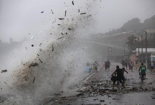 Burza tropikalna Isaac /PAP/EPA