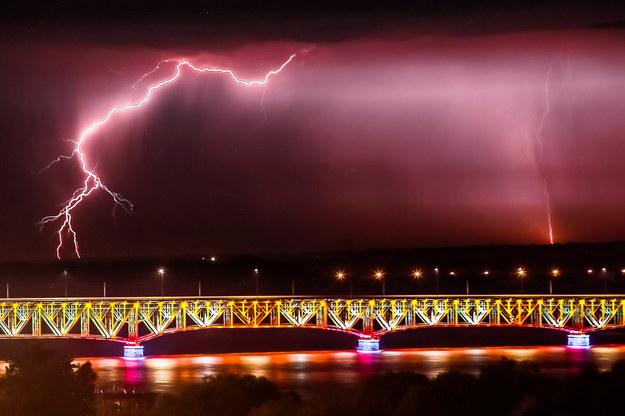 Burza z piorunami nad Płockiem /Piotr Augustyniak /PAP