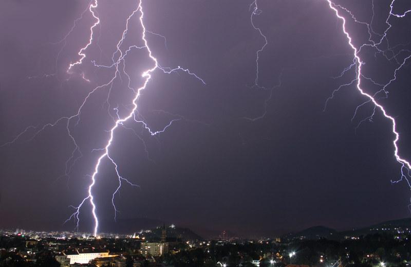 Burze i ulewny deszcz zapowiadane są w 29 departamentach. /© Panthermedia