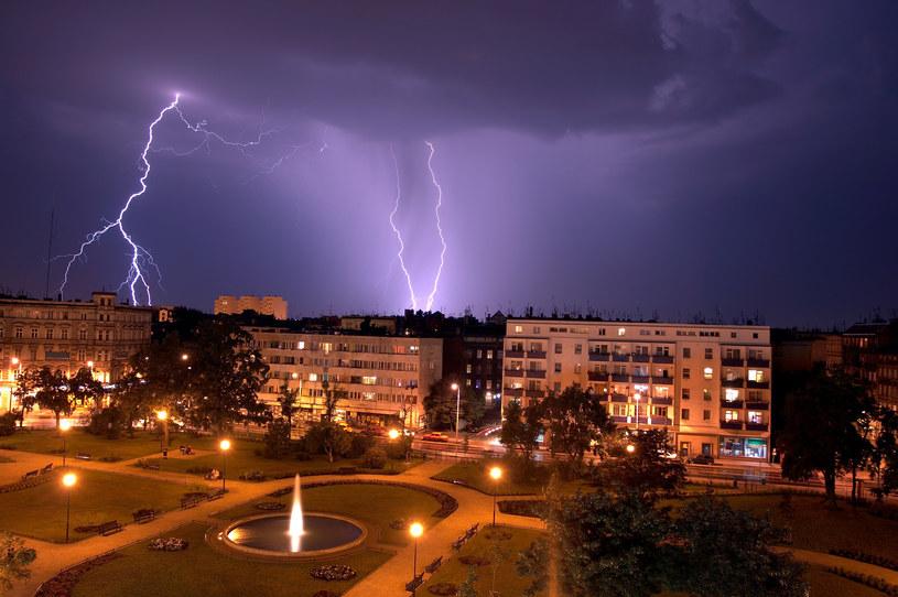 Burze możliwe są we wschodniej i północno-wschodniej części Polski /123RF/PICSEL