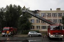 Burze nad Warszawą. Strażacy usuwają powalone drzewa