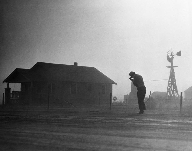 Burze pyłowe nękały Wielkie Równiny przez całe lata 30. XX wieku /Getty Images