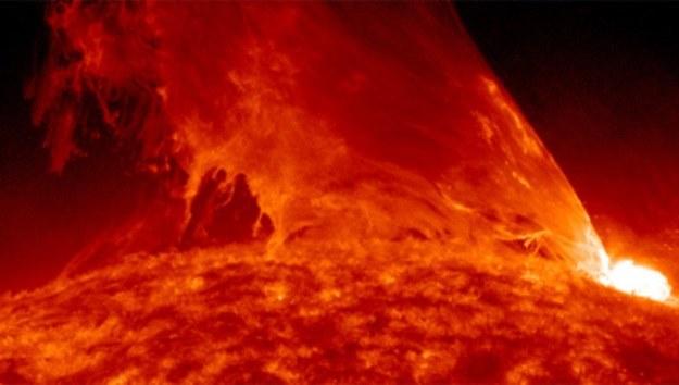 Burze słoneczne potrafią być gwałtowne. Przed ich wpływem chroni nas strumień plazmy /NASA