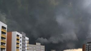 Burze z gradem południu Polski. IMGW ostrzega