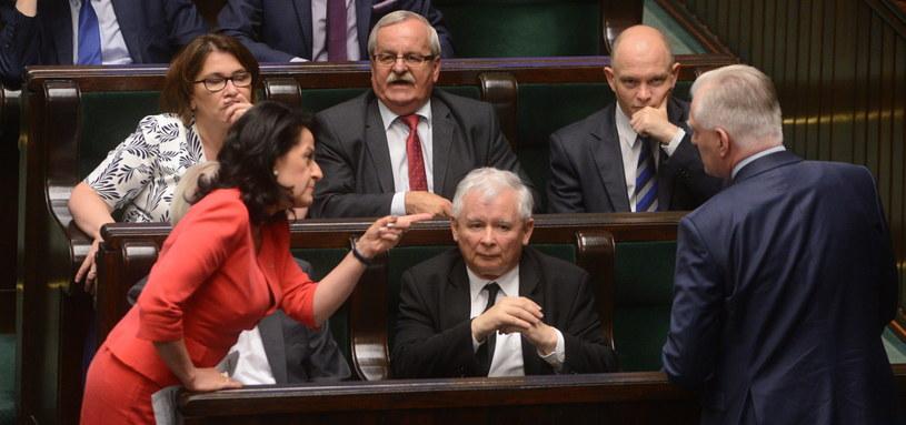 Burzliwa deabta w Sejmie, Jarosław Kaczyński przysłujuje się wypowiedziom posłów /Jakub Kamiński   /PAP
