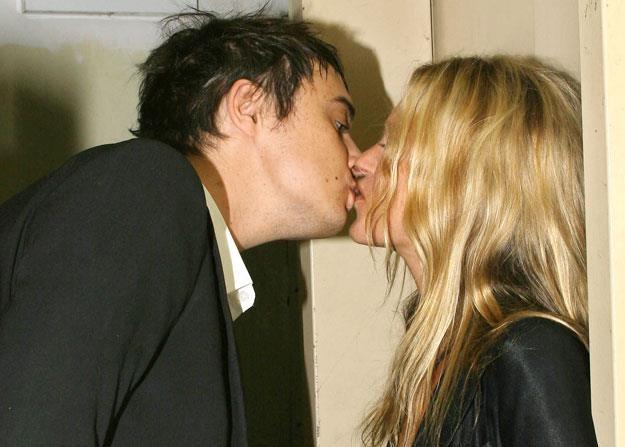 Burzliwy związek Pete'a Doherty'ego i Kate Moss trwał niecałe dwa lata /arch. AFP