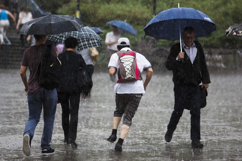 Burzom towarzyszyły ulewne deszcze /Andrzej Hulimka  /Reporter