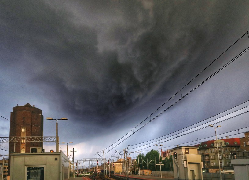 Burzowe chmury nad Katowicami; zdj. archiwalne /Tomasz Kawka /East News