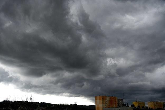 Burzowe chmury nad Przemyślem /Darek Delmanowicz /PAP