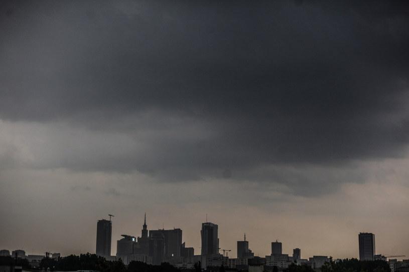 Burzowe chmury nad Warszawą (21 czerwca) /Jakub Kamiński   /PAP