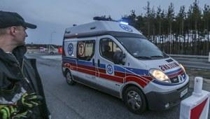 Bus zderzył się z osobówką koło Olkusza. Nie żyje jedna osoba