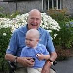 Bush senior zgolił włosy solidaryzując się z chorym chłopcem
