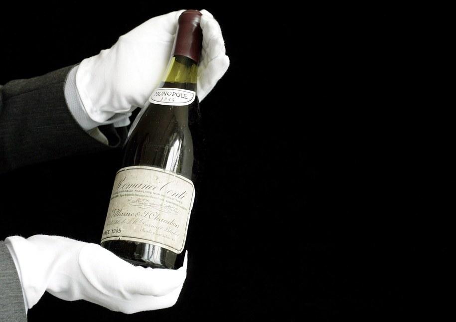 Butelka prawdziwego Romanee-Conti osiąga cenę nawet 9 tys. euro. /MARTIAL TREZZINI /PAP/EPA