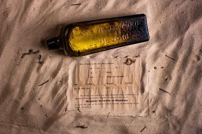Butelka sprzed 132 lat. /AFP /East News