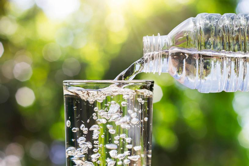 Butelka wody mineralnej /©123RF/PICSEL