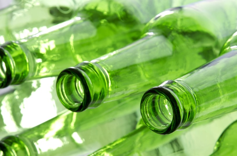 Butelka z wąską szyjką - unikniesz bałaganu! /123RF/PICSEL