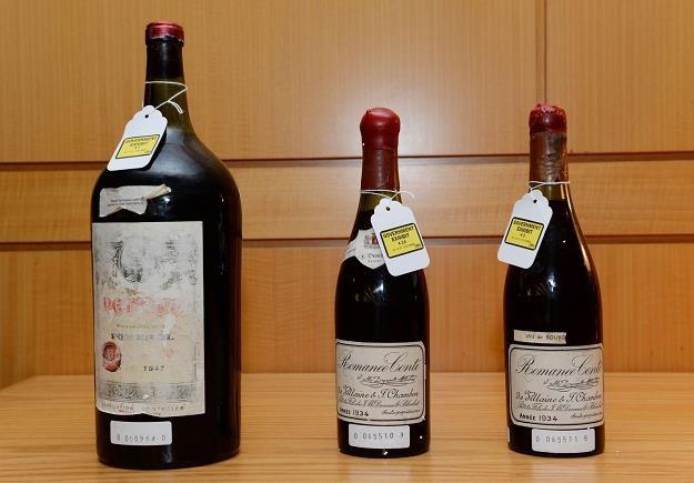 Butelki wina - dowód w procesie dealera Rudiego Kurniawana /AFP