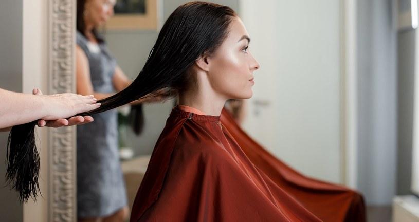 Butterfly haircut doda lekkości długim włosom. Ta fryzura idealnie pasuje do każdego kształtu twarzy /123RF/PICSEL